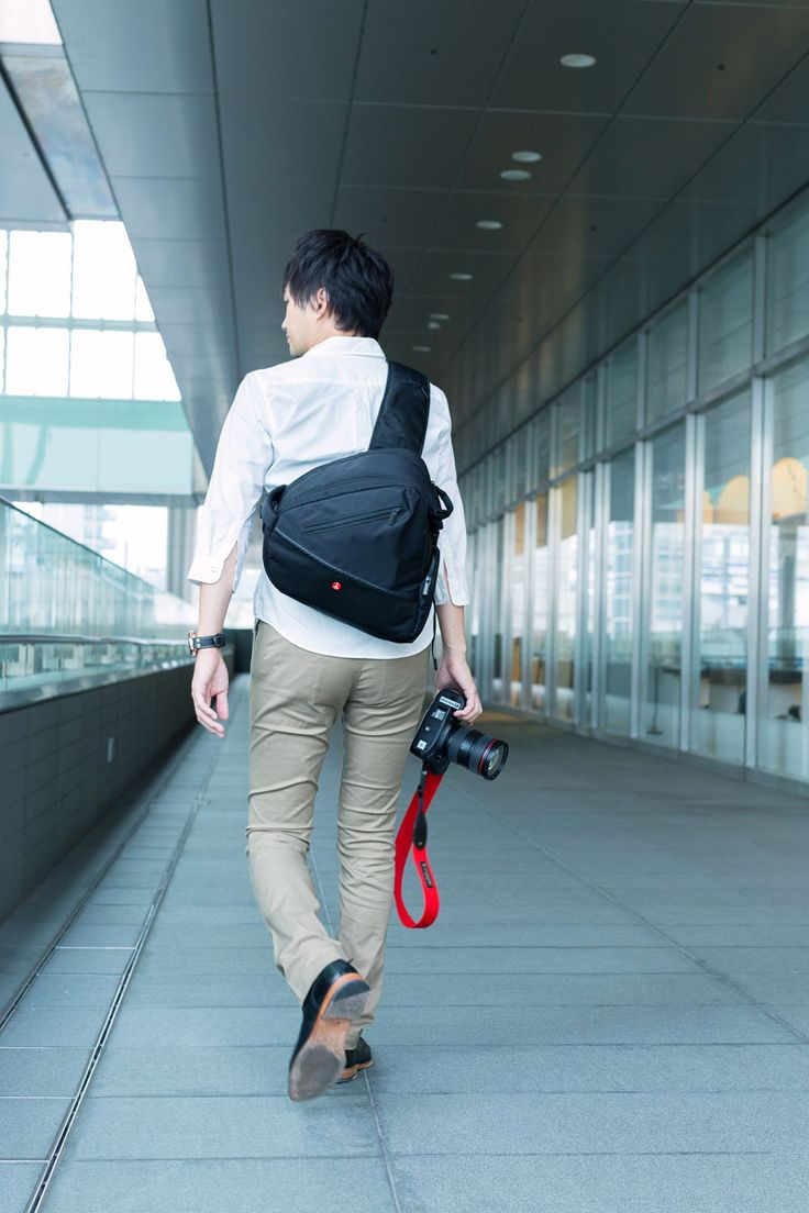 The Active Sling — allowing you to carry a large load of equipment as compactly as possible. Here some suggestions: http://bit.ly/1zjkLGC #Camera #design #bag #Manfrotto #compactness