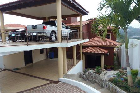 CASA RESIDENCIAL PALMIRA 1600vr2 SANTA TECLA CARRETERA AL PUERTO LA LIBERTAD PRECIO DE VENTA : $ 1,100,000 (Negociable) Preciosa Casa Exclusiva en Residencial Palmira, Santa Tecla camino hacia La L...