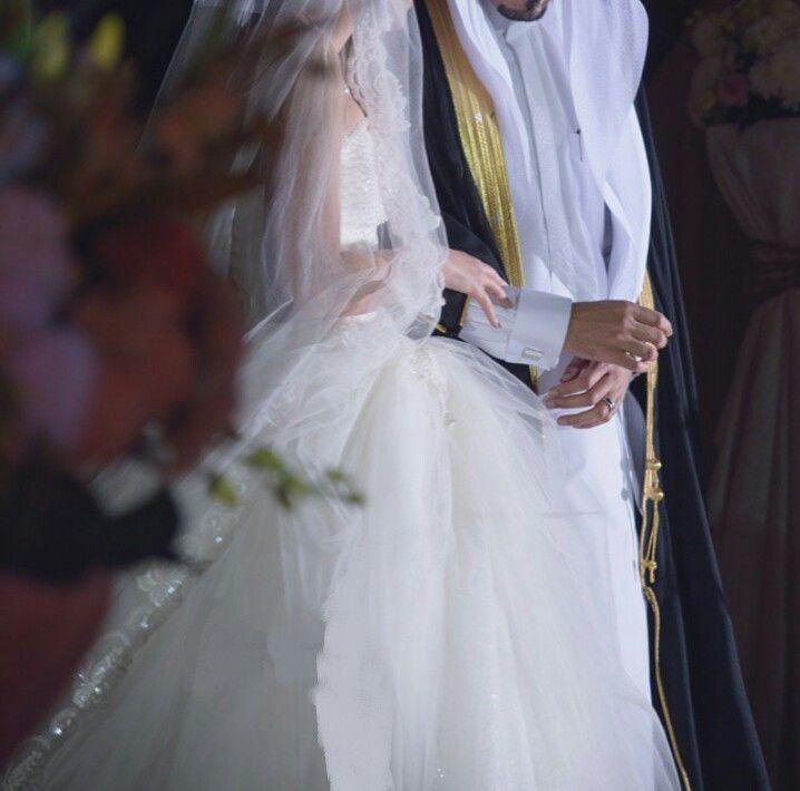 Pin By Noori On Hijab Arab Wedding Muslim Couple Photography Arabian Wedding