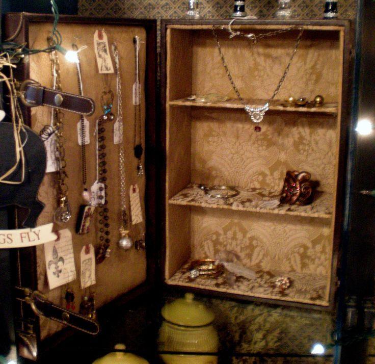 Vintage Suitcase For Jewelry Display Displays 2