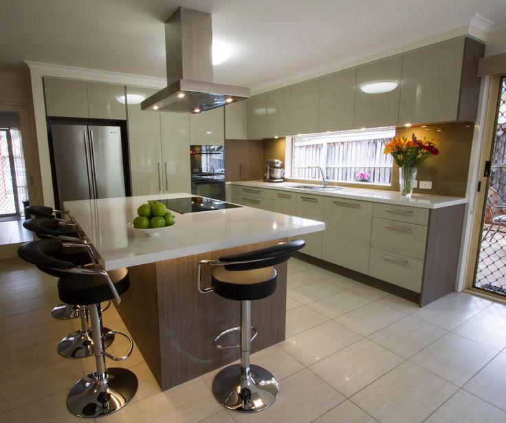 Stunning contemporary kitchen with window splashback and island bench. www.thekitchendesigncentre.com.au @thekitchen_designcentre