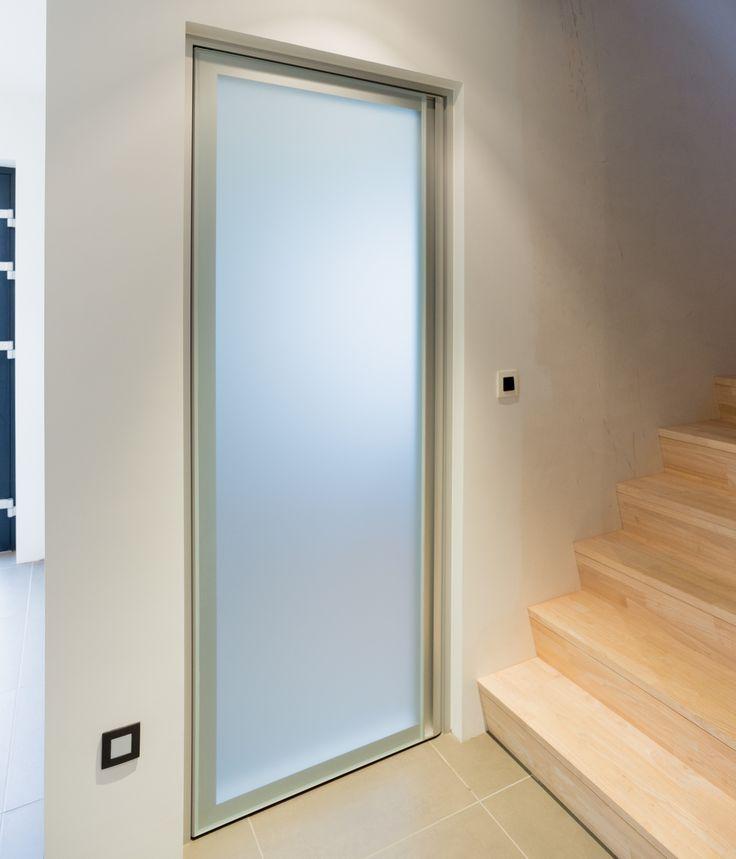 Moderne glazen deur met 2x 4mm gezuurd glas en aluminium
