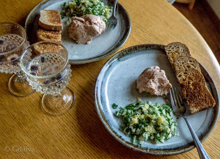 Delicious smoked cod liver with onion, parsley and fermented lemon salad. I like my vit A in a matrix of whole food