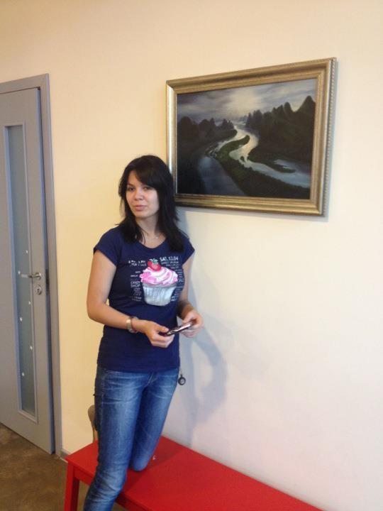 Теперь у нас в офисе есть картина маслом от нашего дизайнера Ромины!