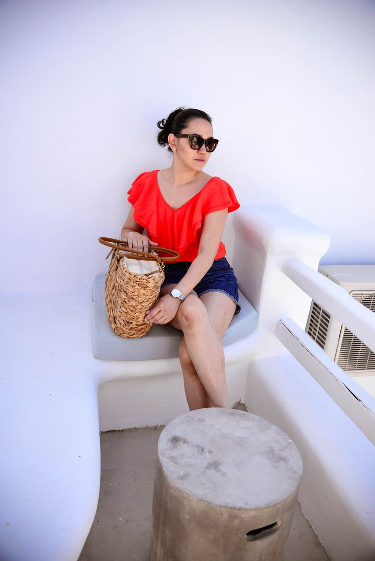 Exploring Mykonos Town in Greece talking about this beautiful small town in mykonos and what I wore during that time on this post.
