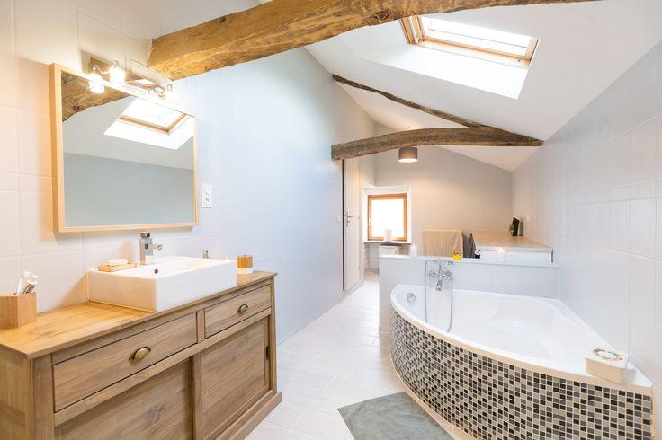 Découvrez le relooking de salle de bains de Nadia à Ercée-en-Lamée. #salledebains #relooking #ideedeco