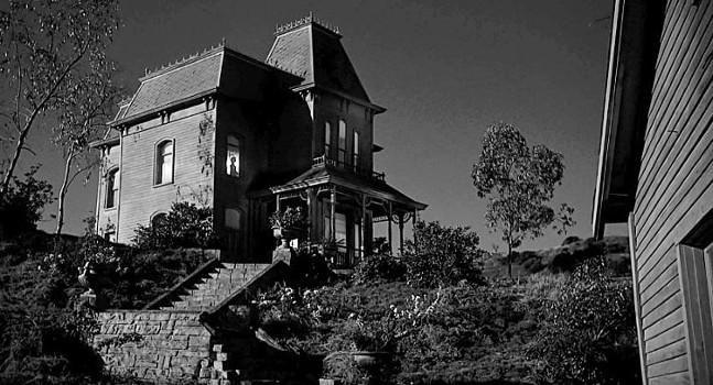 La maison du film Psychose Contre plongée - élément anxiogène