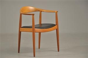 Wegner: The Chair. Mahogni/læder  Lauritz.com. Vurdering: 9.000