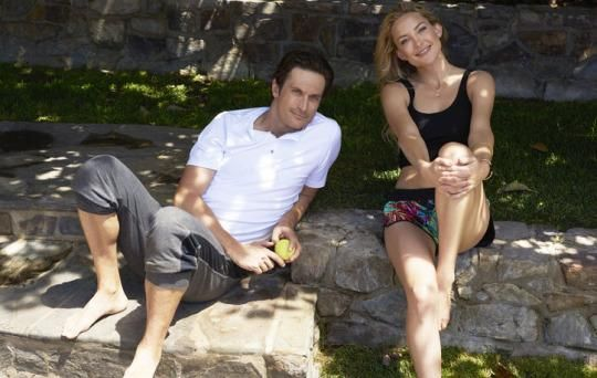 Kate Hudson and her brother Oliver share all of their healthy secrets. Including favorite workouts and how they maintain their flat abs.