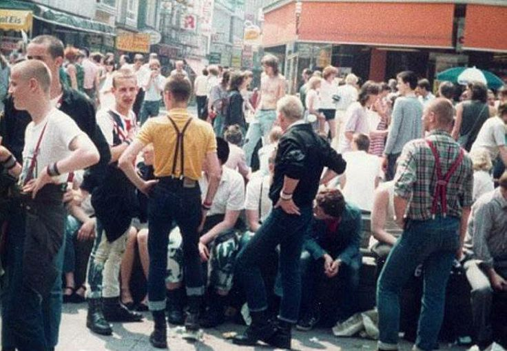 Skinheads 1982 #boots #braces #harringhton Baracuta Alpha Industries Wrangler Levi's Dr. Martens #subculture #oi! #punk