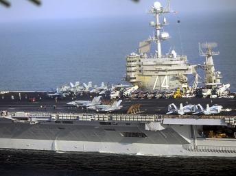 m navio americano no mar de Omã, perto do Estreito de Ormuz, que a Irã ameaça fechar caso os países ocidentais imponham sanções às suas exportações de ... Visitar página  Visualizar imagem  Ex