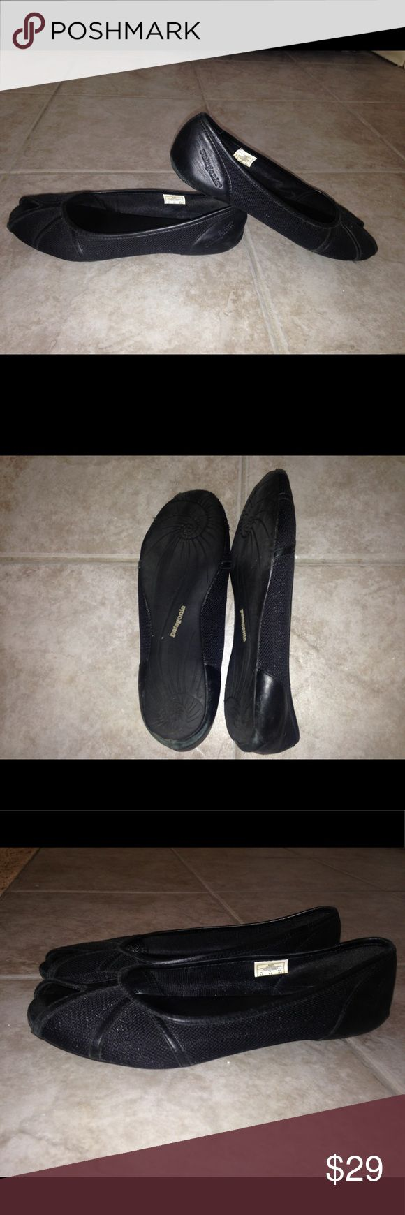 Patagonia flats leather with mesh Super comfy and zerodrop shoes. They do have wear and tear on them but in good condition (please see photos). Got to love Patagonia quality. Patagonia Shoes Flats & Loafers