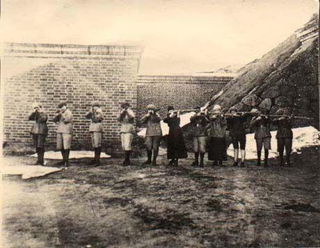 Civil War - Red women soldiers. Punakaartilaisnaisia 1918