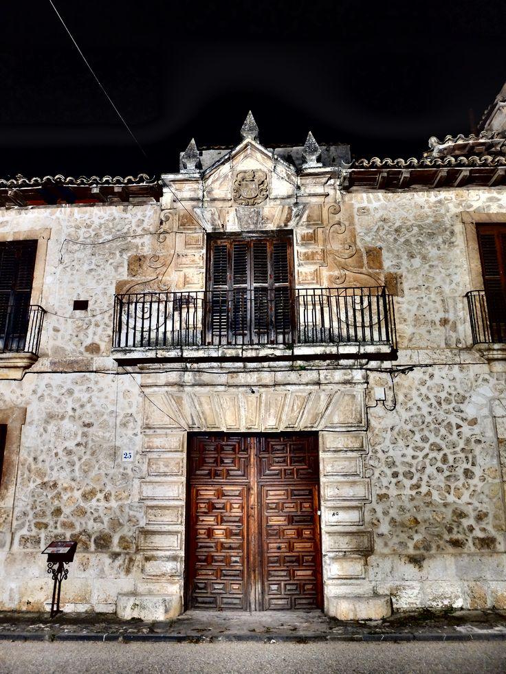 Portada del Palacio de los Lopez -Cogolludo , de noche. 6/2016