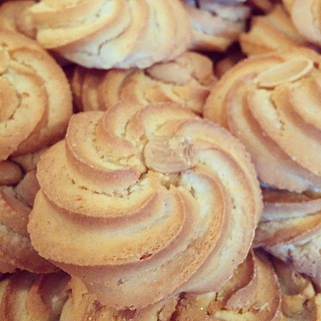 Almond macaroon anyone??? #macaroon #almond #cookie #hightea #greekbakery #seranobakery #Toronto #bakery