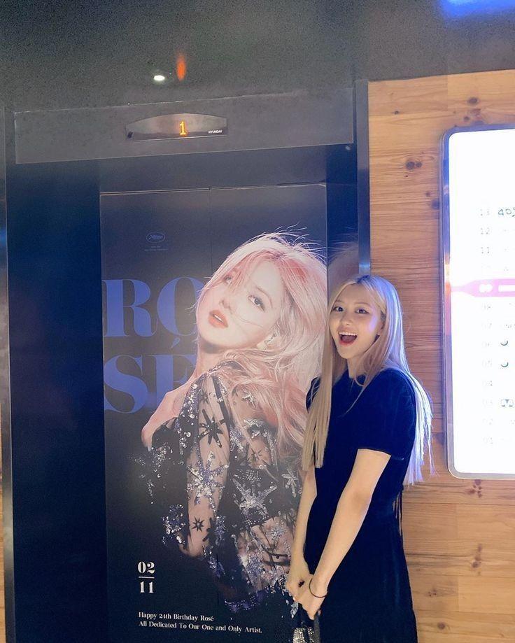 Pin oleh Mina Kim di rosé ⋆͛♡⋆͛ | Gaya rambut putri