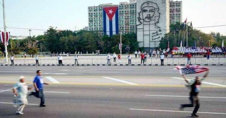 Conozca al cubano que protestó en la marcha del 1ro de mayo con una bandera de EE.UU.