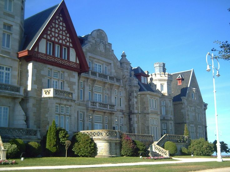 El Palacio de la Magdalena de #Santander fue residencia veraniega  del rey Alfonso XIII a principios del s. XX. http://www.hotelessantander.com/?page=paseocosteroporsantander.php #turismo #Cantabria