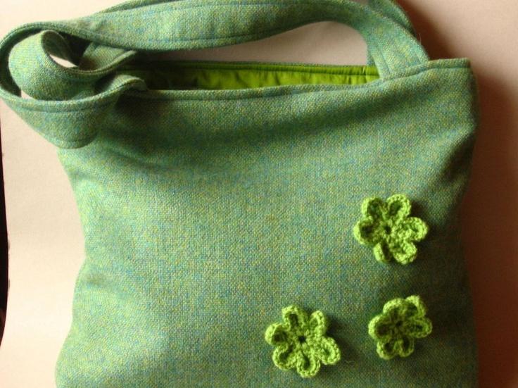 Green bag by http://www.breslo.hu/item/Kek-es-zold-gyapjuszovet-taska_3286#