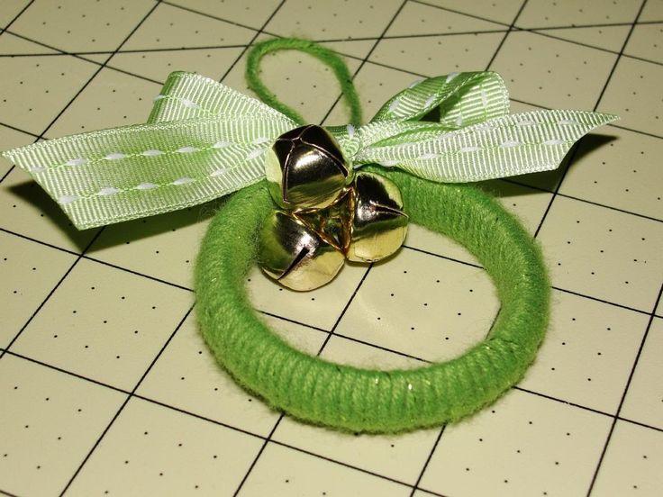 Christmas Ornament:  Mini Yarn Wreaths tutorial