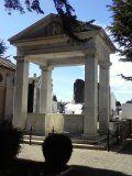 Mausoleo estilo griego en el cementerio de Punta Arenas