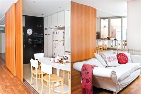 Una cocina funcional y moderna  Cumpliendo la premisa número uno para el espacio de guardado de las cocinas nuevas se proyectaron amplias alacenas y bajomesadas en madera laqueada Foto:Santiago Ciuffo