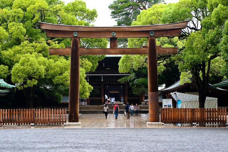 Harajuku à Shinjuku, en passant par le parc de Yoyogi (Photo: entrée du très beau sanctuaire Meiji-jingū)