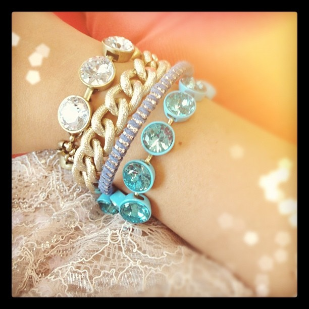 absolutely in love with how @newneutral styled her wrist! #showusyoursparkle