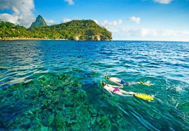 Ilha de Santa Lúcia , no Caribe: mar de águas cristalinas para praticar esportes e ver a natureza (Foto: Divulgação)
