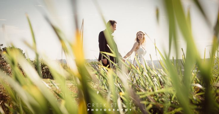 Belinda and Levi got an amazing summer day for their Long Reef Sydney wedding. First stop was at the Narrabeen Sands Hotel where the groom and the groomsme