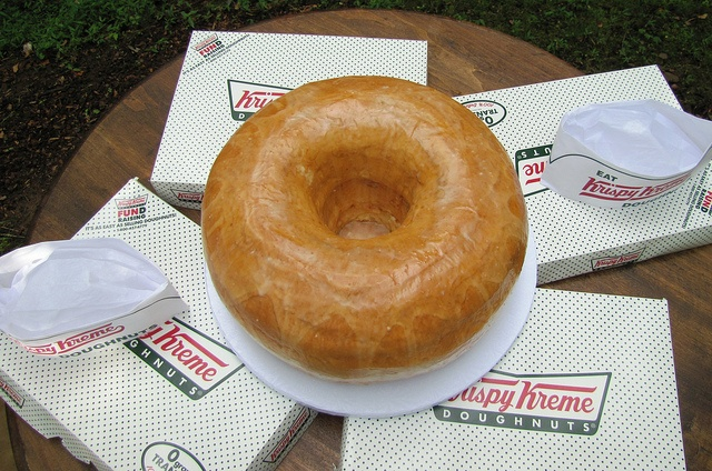 A giant krispy kreme donut cake! I love this idea for the groom's cake! Chocolate cream filled would be even better!