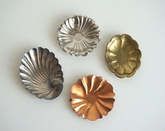 Piattini porta anelli vintage di argento ottone latta