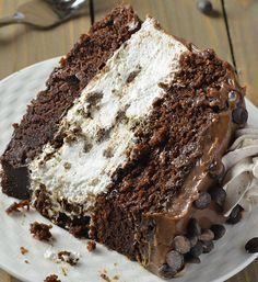 Το απόλυτο γλυκό. Υπέροχη τούρτα σοκολάτας, με γέμιση ένα τέλειο oreo cheesecake, γαρνιρισμένημε ganache σοκολάτας, σαντιγί και σταγόνες σοκολάτας. Μια συνταγή (από εδώ) για το τέλειο γλυκό, με πλούσια γεύση σοκολάτας που τη δροσίζει το αφράτο cheesecake. Το γλυκό που σίγουρα θα λατρέψουν οι λάτρεις της σοκολάτας και όχι μόνο σε όλες τις περιστάσεις όπως …