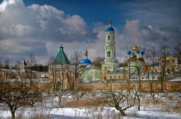 Монастырь Оптина Пустынь. Калужская область, Россия http://cs540103.vk.me/c540104/v540104319/2a200/PHXQWc1Ejmc.jpg