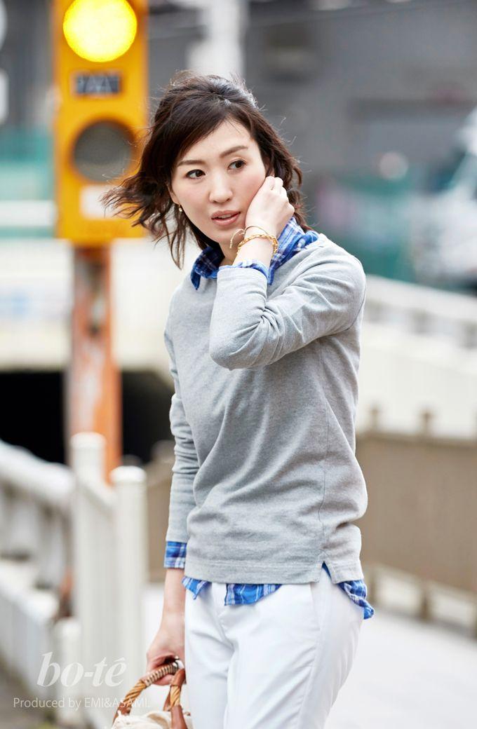 ホワイトのキレイめパンツをカジュアルに着こなした休日スタイル1#fashion #coordinate #ファッション #コーデ