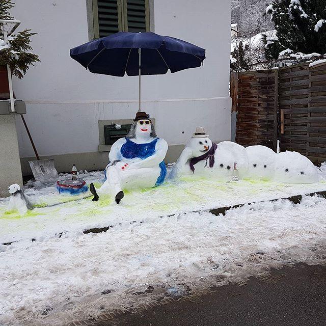 jedes jahr coole skulpturen in wald  #snow❄️ #snowart #creative #schneeman #snowman⛄