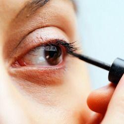 Discreto o grafico, baby doll o anni settanta, l'eyeliner dà struttura allo sguardo, lo ingrandisce e lo trasforma. Per ottenere un risultato elegante, però, bisogna saperlo utilizzare in maniera...