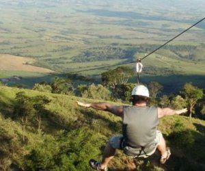 Aos pés da serra do Itaqueri, a cidade de São Pedro oferece lazer, descanso, ecoturismo, turismo religioso e empresarial, gastronomia e esportes de aventura como o rappel, arborismo, cascading, balonismo, trilhas para off-road e 4×4, voos de asa-delta e parapente.