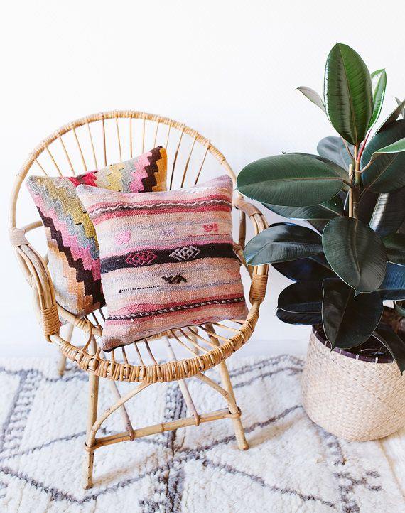Vintage Turkish Kilim Pillow Cover, Pink Kilim Pillow, Bohemian Decorative…