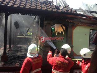Rumah Jro Mangku Suaka Ludes Terbakar - http://denpostnews.com/2016/07/25/rumah-jro-mangku-suaka-ludes-terbakar/