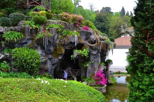 Cueva en el monte do bom Jesús en #Portugal #turismo #viajar