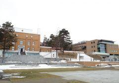 北海道札幌市中央区の札幌市水道記念館  施設内は水の大切さ自然環境について勉強できる様になっています 展示以外にもゆったりとくつろぐことのできるサロン水に関する図書などを集めた水の図書館小さな子供を遊ばせることのできるキッズルームがありますので小さなお子様連れでも安心です  水工場がある展示室では自分が水になったつもりで中に入れる浄水場の模型があります 水の知識はなかなか学ぶ事が出来ないので家族で見学するのもおすすめです  tags[北海道]