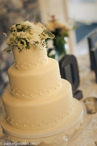 Tiffany's Baking Co--Elegant Wedding Cake