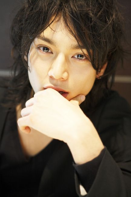 Mizushima Hiro. I don't think people understand that this gives me a nose bleed... Ahhhh