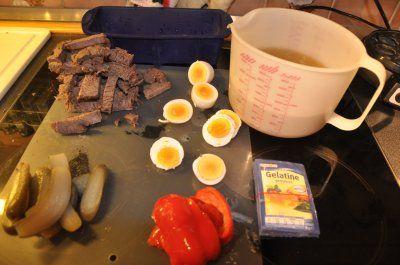 Das perfekte Rindfleischsülze hausgemacht-Rezept mit Bild und einfacher Schritt-für-Schritt-Anleitung: en Tafelspitz am Vortag mit dem Suppengemüse im…