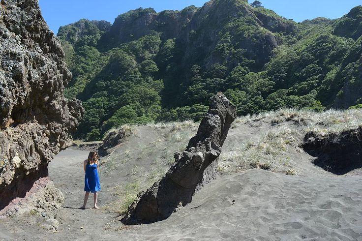 Karekare Beach, Auckland New Zealand    https://www.life-downunder.com/single-post/2017/02/18/Karekare-Beach