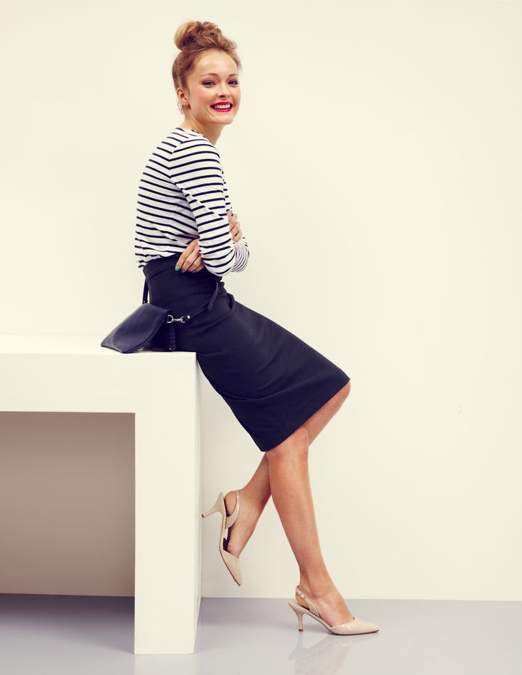 Try pairing your striped tee with a well-fitting pencil skirt for a different look. Tuck it in loosely to keep it casual.