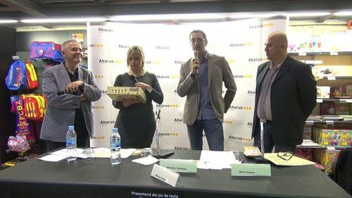Primera presentació del ENIGMÀRIUS a la coop. ABACUS. D'esquerra a dreta. El filòleg, escriptor, i creador del programa radiofònic del mateix nom que el joc de taula, Màrius Serra, a la seva dreta la directora i també locutora del programa de CATALUNYA RÀDIO, EL MATÍ DE CATALUNYA RÀDIO, la periodista Mònica Terribas i Sala, després l'editor de DEVIR, Xavi Garriga i per últim, l'Oriol Comas i Coma, creador del joc, escriptor, editor i fundador del festival DAU de Barcelona.