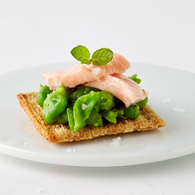 Can you top @marthastewart's Triscuit cracker topper? Upload your photo here: http://www.triscuitsummersnackoff.com #TriscuitSnackoff #peas