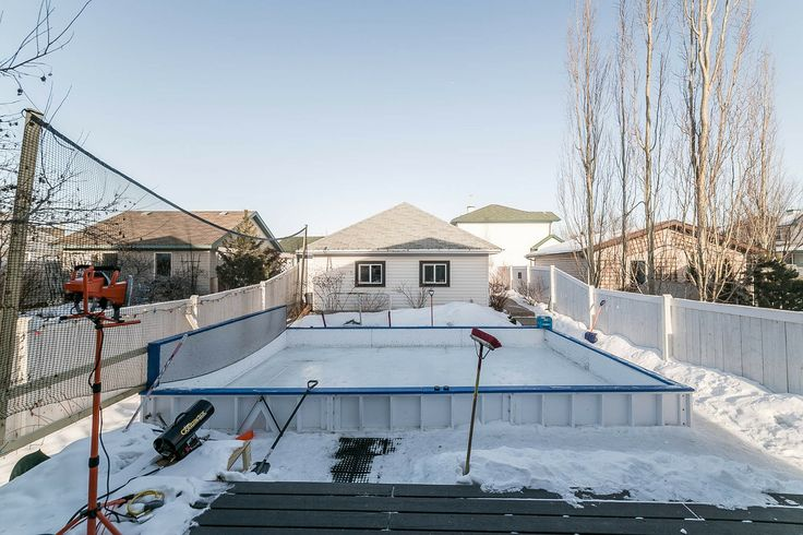 Classic Canadian Winter Backyard #HockeyLovers